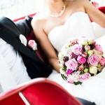 Hochzeitsfotos im Auto