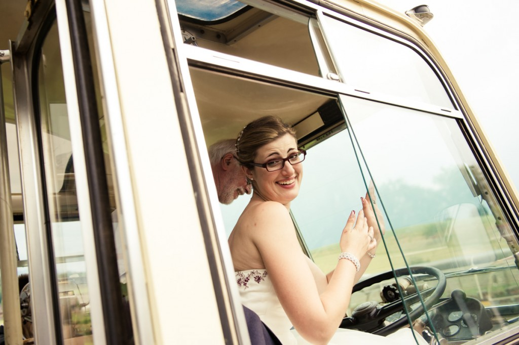 Braut im Postauto