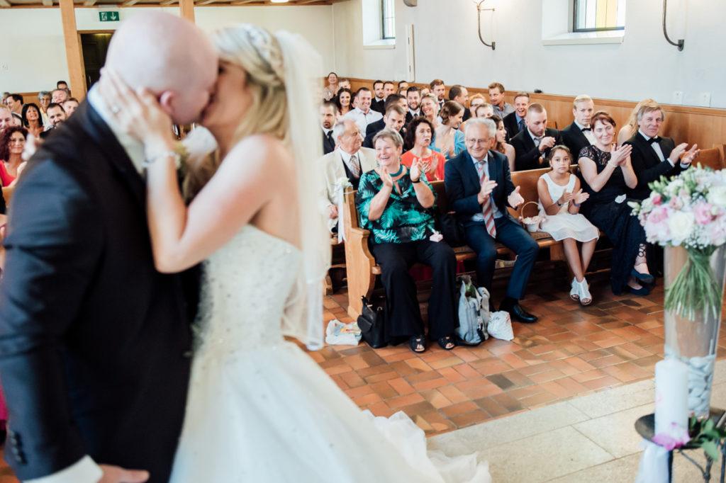 Hochzeit erster Kuss