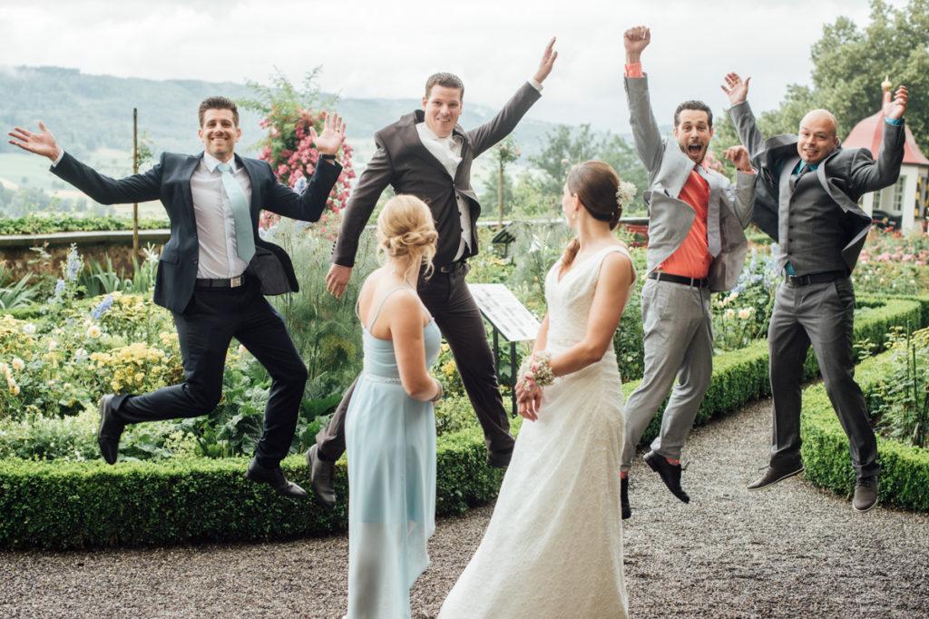 Trauzeugen und Brautpaar Hochzeit Schloss Heidegg