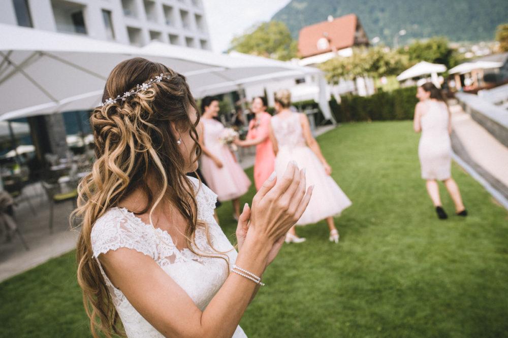 Werfen des Brautstrausses