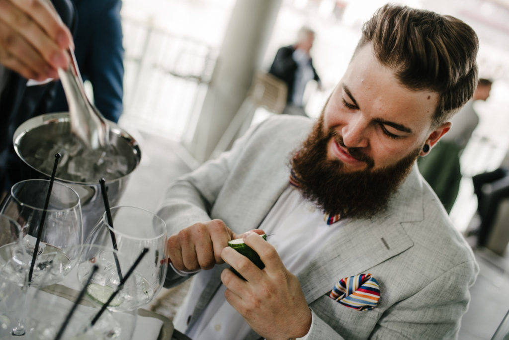 Männerrunde vor Hochzeit