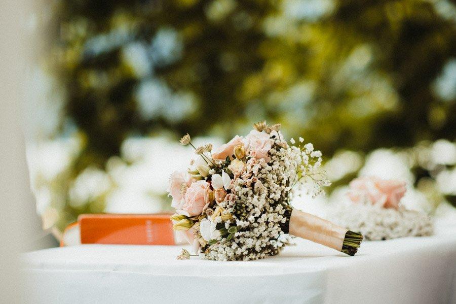 Hochzeit Fotograf Brautstrauss Zuerich