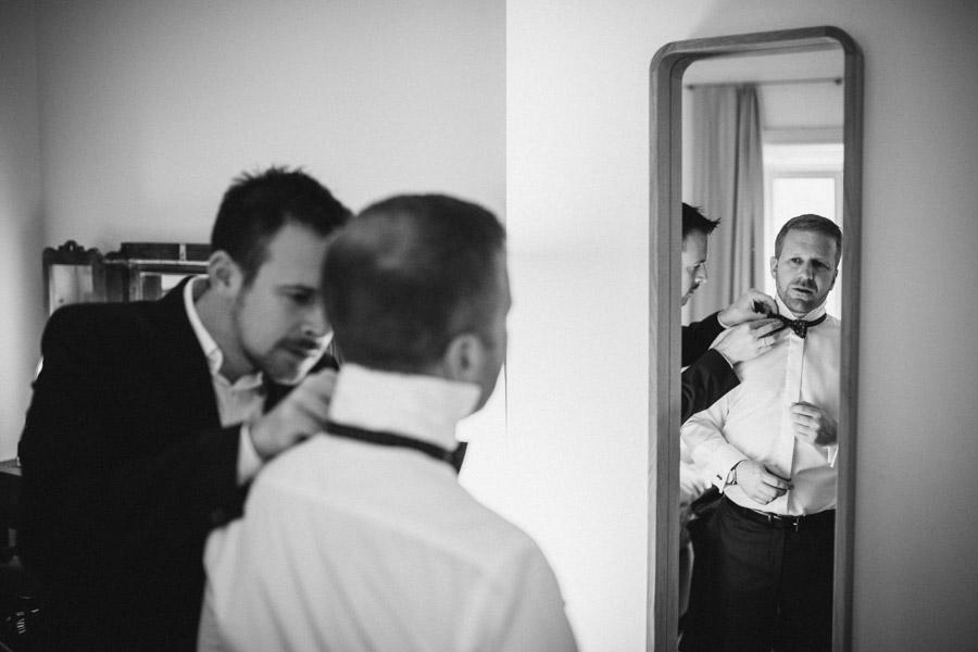 Bräutigam und Trauzeuge vor Hochzeit