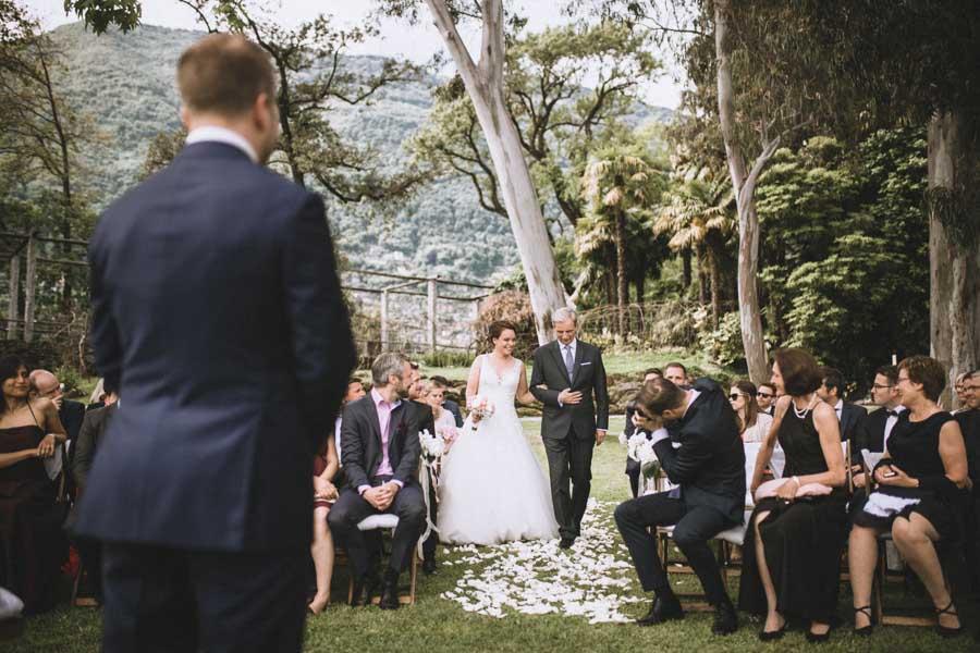 Braut mit Brautvater Hochzeit