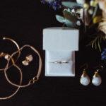 Schmuck und Accessoires der Braut