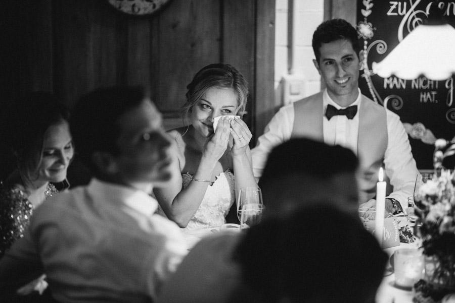 Braut ist berührt von der Rede ihres Vaters