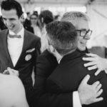Hochzeit Papa gratuliert Bräutigam