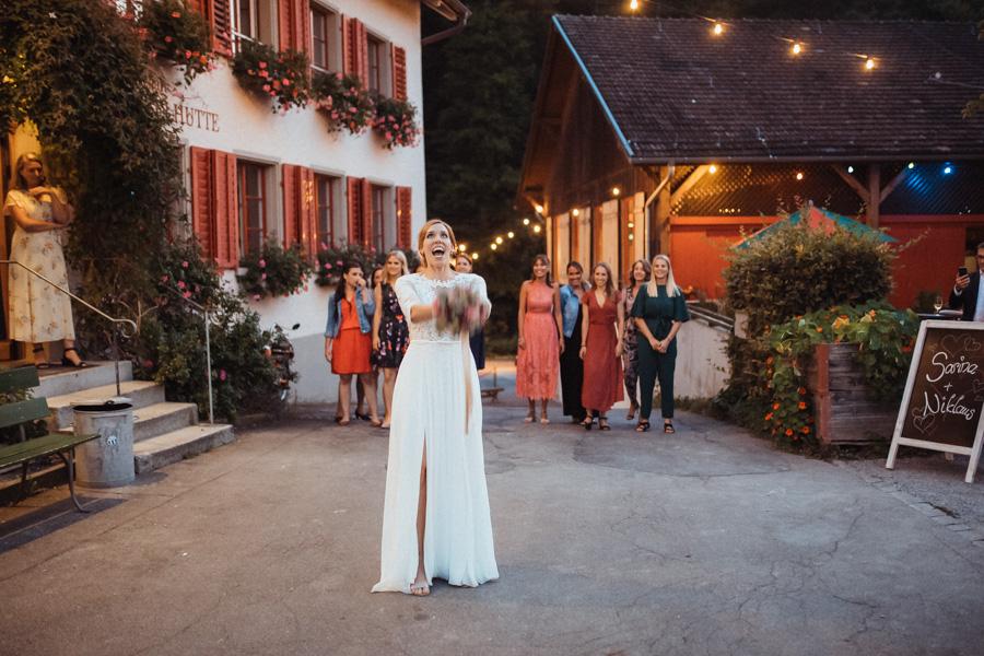 Brautstrauss werfen Hochzeitsfotos Zürich