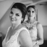 Trauzeugin mit Braut