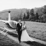 Brautpaar mit Helikopter
