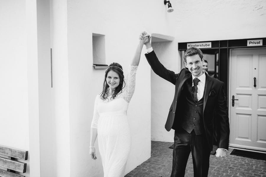 Glückliches Ehepaar nach Hochzeit